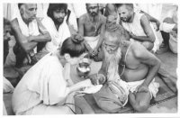 Interviewing Hanuman Das Rahi Baba at the Kumbha Mela, Hardwar, India, 1986.